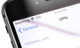 Supplement the iOS 14.4 Update with an iPhone VPN