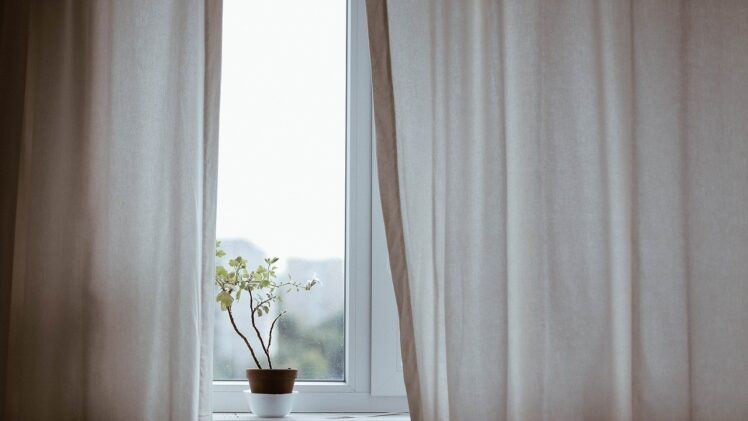 Everything you need to know about curtain dry cleaning services
